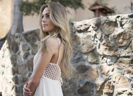 Šaty jeseni svedčia: Naučte sa ich nosiť