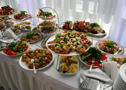 Urobte deťom super oslavu – najmite si profi cateringové služby